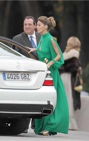 amaia-salamanca-and-teresa-helbig-spring-2012-emerald-gown-gallery