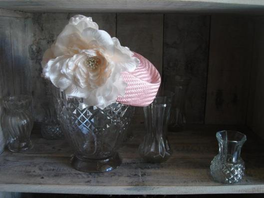 casquete buntal rosa con flores 2