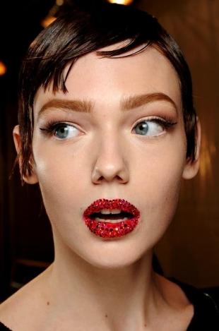 Dior-Couture-maquillaje-primavera-verano-2013-bocas-enjoyadas-y-mucho-glamour-2