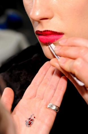 Dior-Couture-maquillaje-primavera-verano-2013-bocas-enjoyadas-y-mucho-glamour